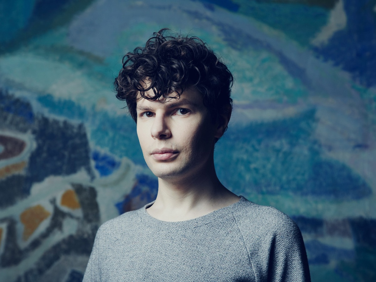 A gratuitously large image of Simon Amstell